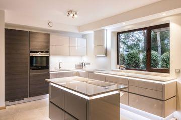 Silestone Phoenix worktops complimenting fantastic kitchen furniture
