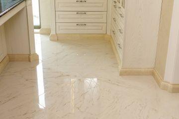 Profiled marble skirting around kitchen furniture